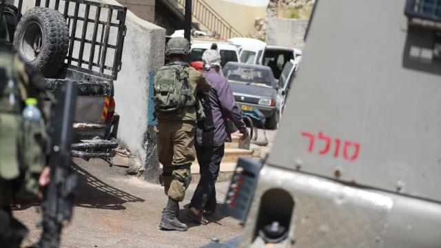İsrail askerleri Batı Şeriada 11 Filistinliyi gözaltına aldı