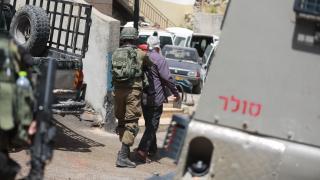İsrail güçleri Batı Şeria'da Filistinlileri gözaltına aldı