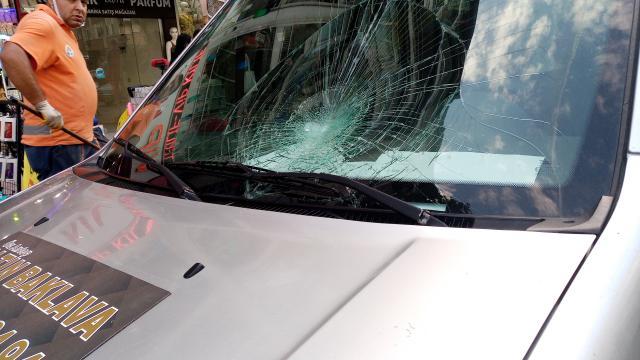 Adanada hafif ticari aracın çarptığı kişi yaralandı