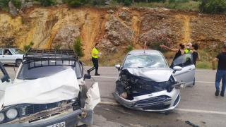 Adana'da iki otomobil çarpıştı: 2 yaralı
