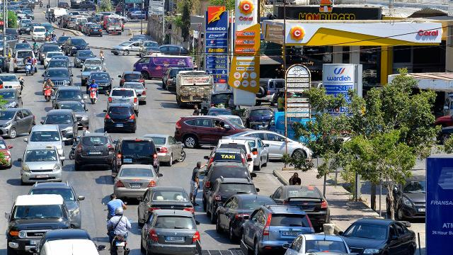 Ekonomik krizin vurduğu Lübnanda akaryakıt sıkıntısı büyüyor