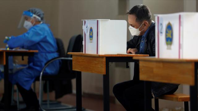 Moğolistanda halk, cumhurbaşkanlığı seçimi için sandık başında