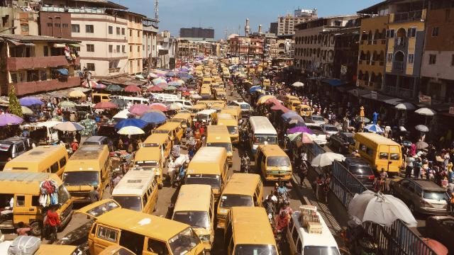 Nijeryada 2 otobüs çarpıştı: 18 ölü