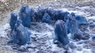 İstanbul'da rögarlardan mavi su fışkırdı