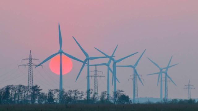 """""""Güneşin ve rüzgarın enerji potansiyeli küresel enerji ihtiyacının 50 katını karşılayabilir"""""""