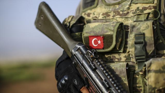 Teröristler üs bölgesine saldırdı, 1 asker şehit oldu