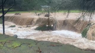 Avustralya'yı şiddetli rüzgar ve sel vurdu