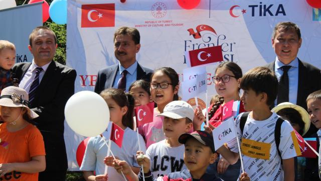 TİKA, Kazakistandaki yetimlerin yüzünü güldürdü