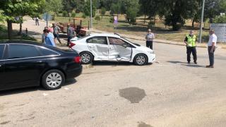 Manisa'da üniversite yerleşkesindeki trafik kazasında, rektörün de aralarında olduğu 5 kişi yaralandı