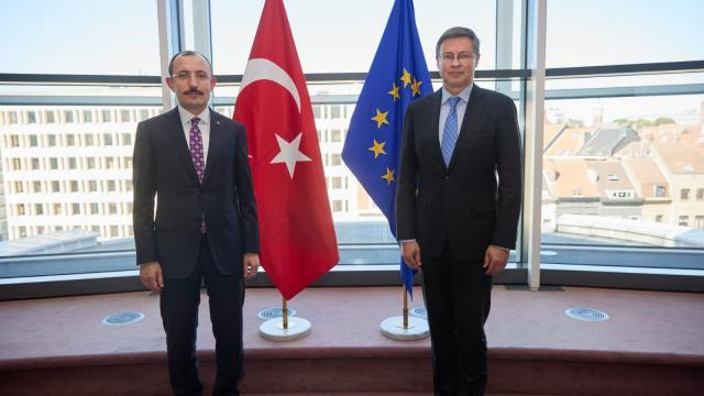 Ticaret Bakanı Muş, Dombrovskis ile bir araya geldi