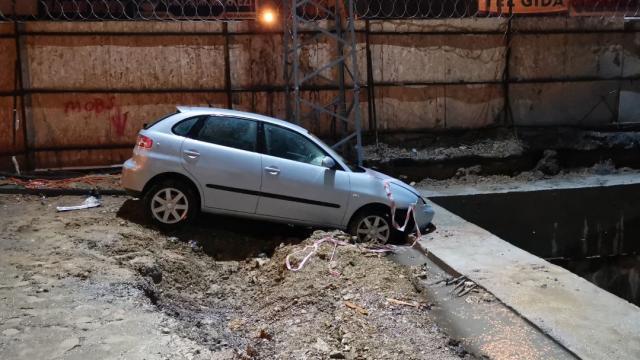 Kocaelide otomobil metro şantiyesinde betona çarptı: 2 yaralı