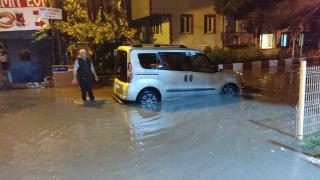 Bursa'da sağanak: Cadde ve sokakları su bastı