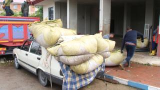 Otomobiller çay hasadında kamyona dönüşüyor