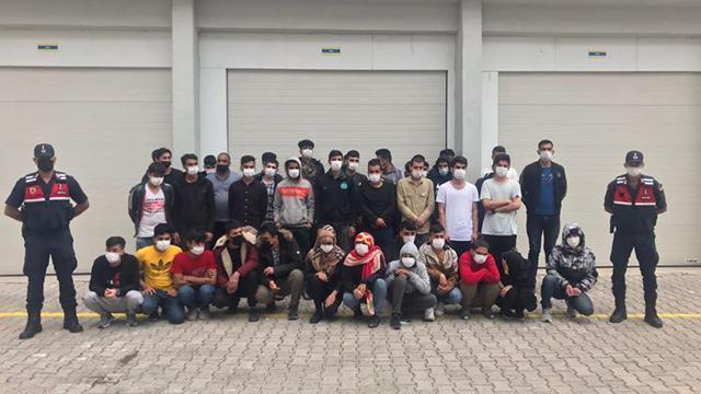 Antalyada 73 düzensiz göçmen yakalandı