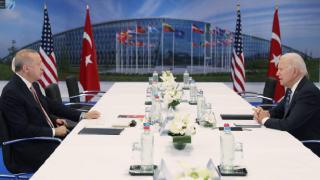 Cumhurbaşkanı Erdoğan'dan NATO'da görüştüğü liderlere kitap hediyesi