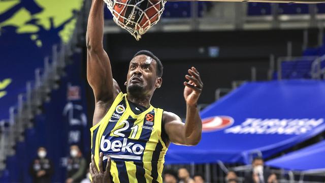 Dyshawn Pierre 3 yıl daha Fenerbahçede