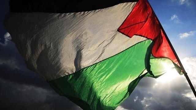 Bir grup İsrailli otelde çalışan Filistinlilere saldırdı
