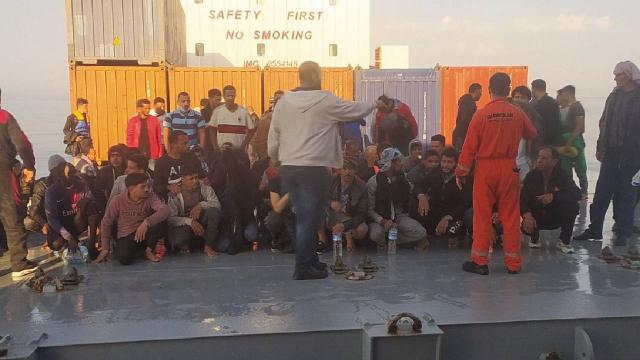 Türk kaptan Akdenizde 97 göçmeni kurtardı