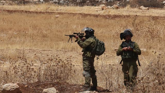 Filistinli iki çocuğu darbeden İsrail askerleri birini gözaltına aldı