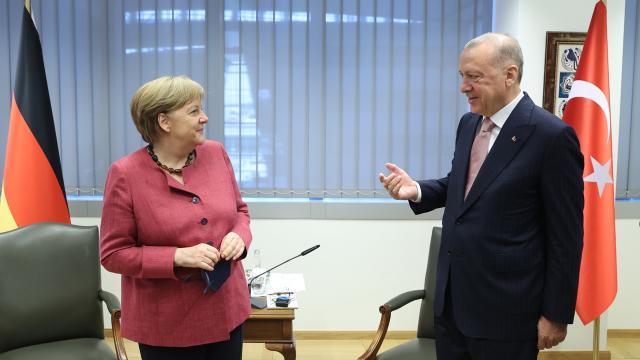 Erdoğan-Merkel ile görüştü