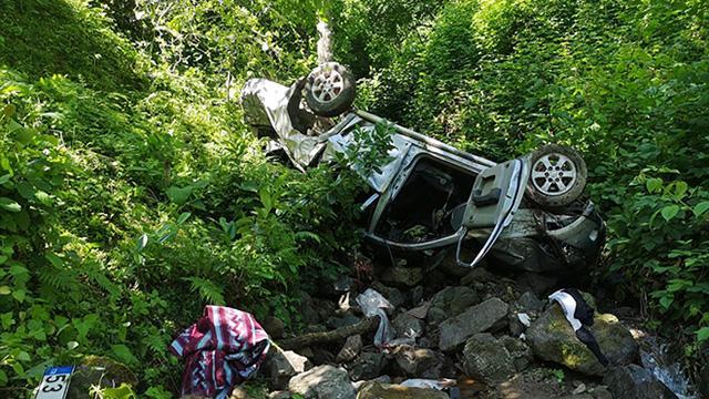 Rizede kamyonet uçuruma yuvarlandı: 2 ölü, 1 yaralı