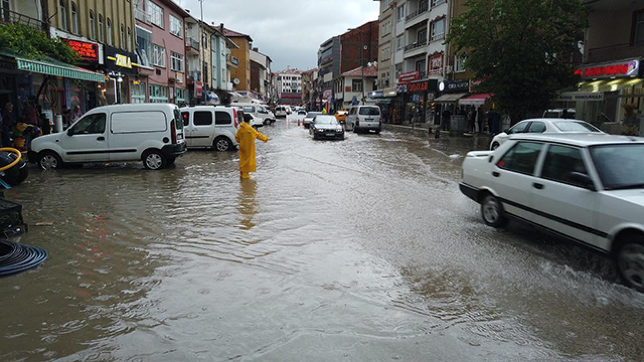 Ankara'da ev ve iş yerlerini su bastı