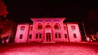 Türkiye'nin sembol yapıları kırmızıya büründü