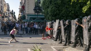Tunus'ta gözaltına alındıktan sonra ölen genç için protestolar devam ediyor