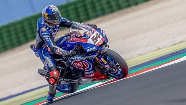 Milli motosikletçi Toprak Razgatlıoğlu İngilterede birinci oldu