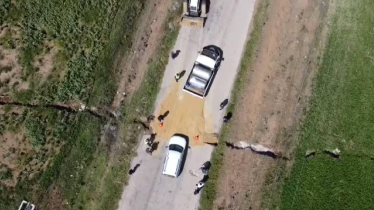 Afyonkarahisar'da yolda 1 kilometrelik yarık oluştu