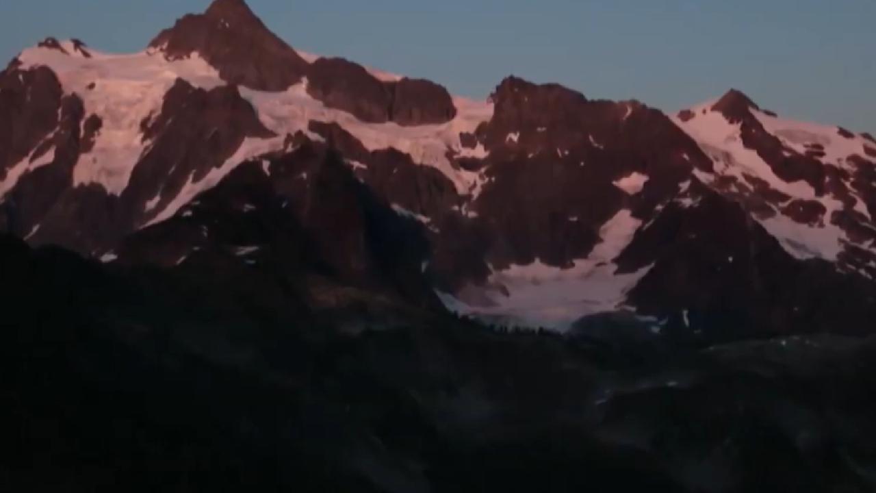İklim değişikliği Alpler'i de vurdu: Kırmızı kar