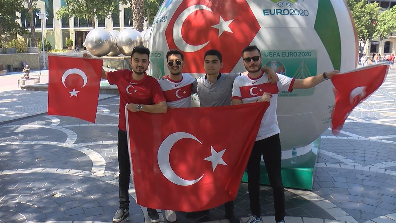 Bakü heyecanla Türkiye maçını bekliyor