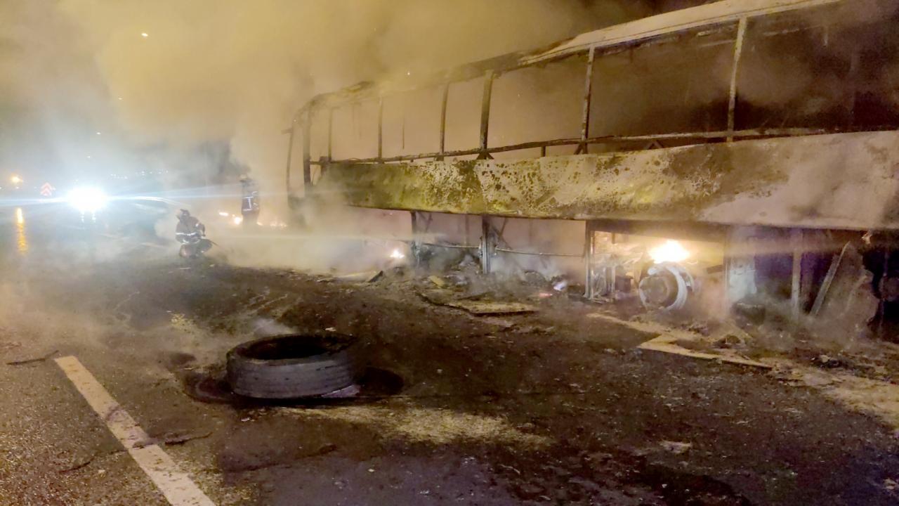 Seyir halindeyken yandı, yolcular tahliye edildi