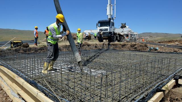 Bingöl depreminden etkilenen Erzurumda depremzedeler için yapılacak 575 konutun temeli atıldı