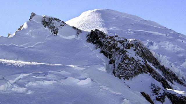 Fransız Alplerinde tehlike: 20 bin metreküplük buz kütlesi kopmak üzere