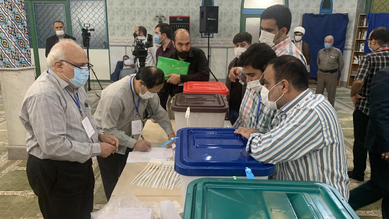 İran'da seçimlere katılım devrimden bu yana en düşük seviyede