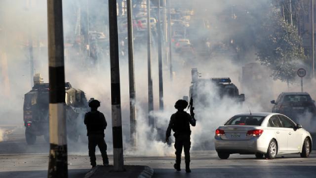 İsrail askerleri 23 Filistinliyi yaraladı