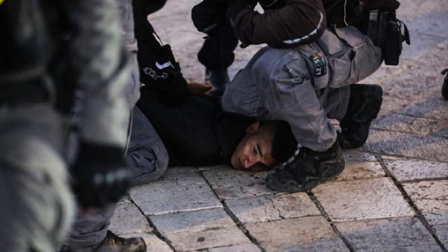 İsrail Filistinli tutukluları darp etti