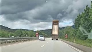 Damperi açık kamyon tehlike saçtı