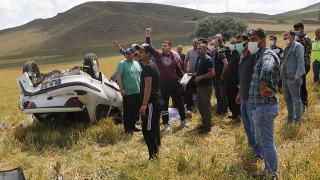 Yozgat'ta otomobil tarlaya devrildi: 1 ölü, 1 yaralı
