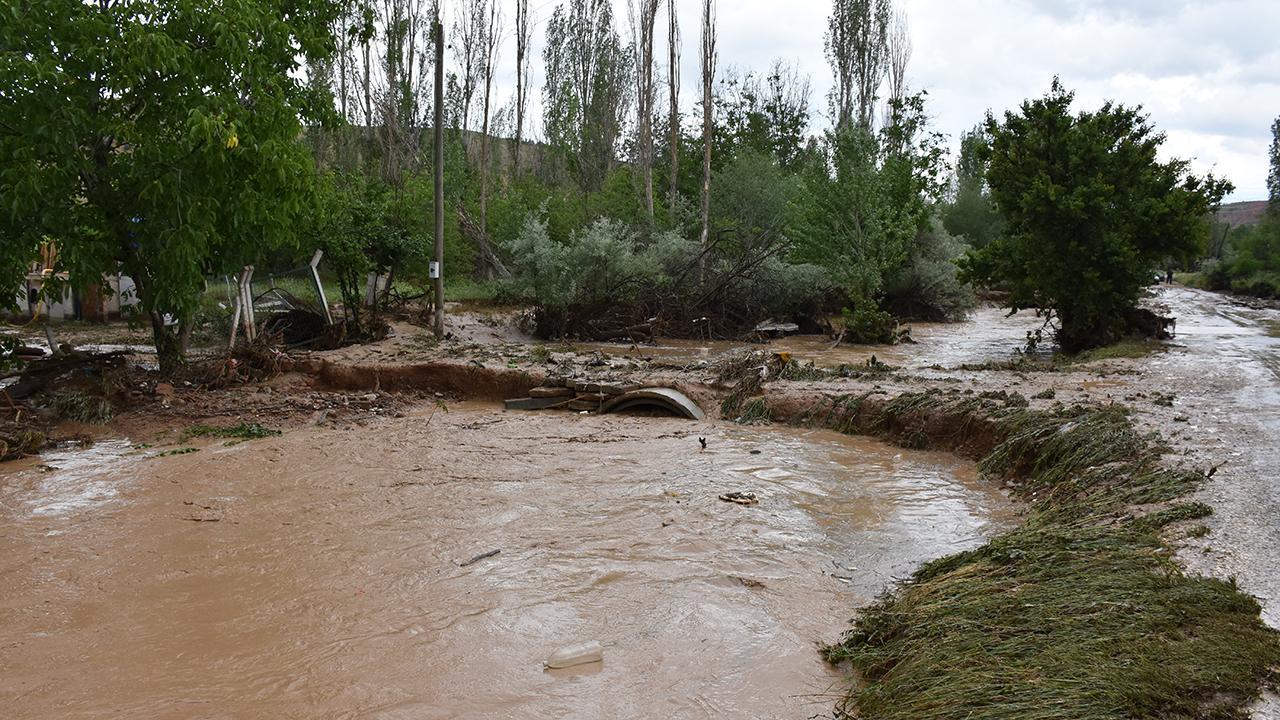 Kırıkkale'de dere taştı, köprüler yıkıldı