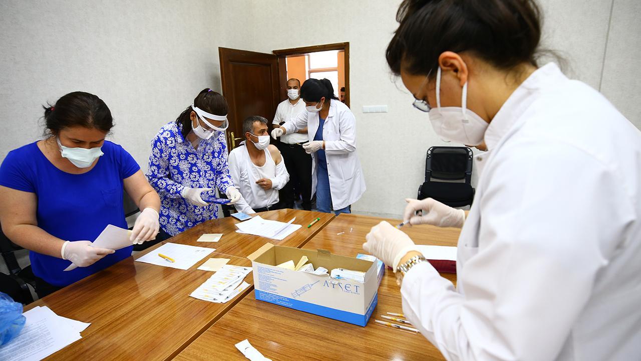 Aşı odalarında görevli personele ek ödeme