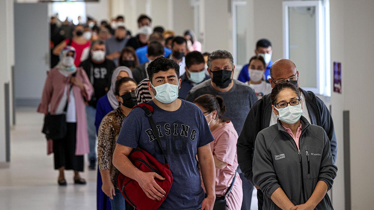 Aşılamada yeni rekor: 1 milyon 240 bin doz aşı uygulandı - Son Dakika Haberleri