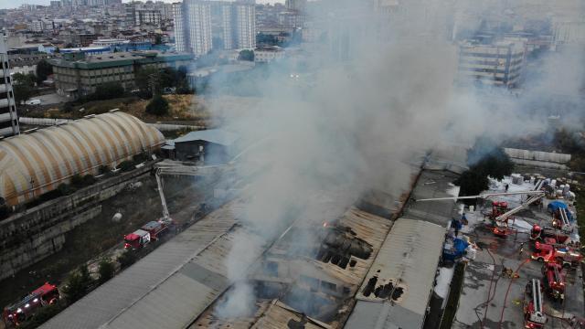 Küçükçekmecede kağıt ambalaj fabrikasında yangın