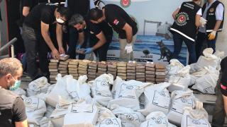 Mersin Limanı'nda rekor operasyon: 1 ton 150 kilo kokain ele geçirildi