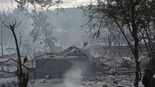 Myanmarda ordunun bir köyü ateşe verdiği iddia edildi