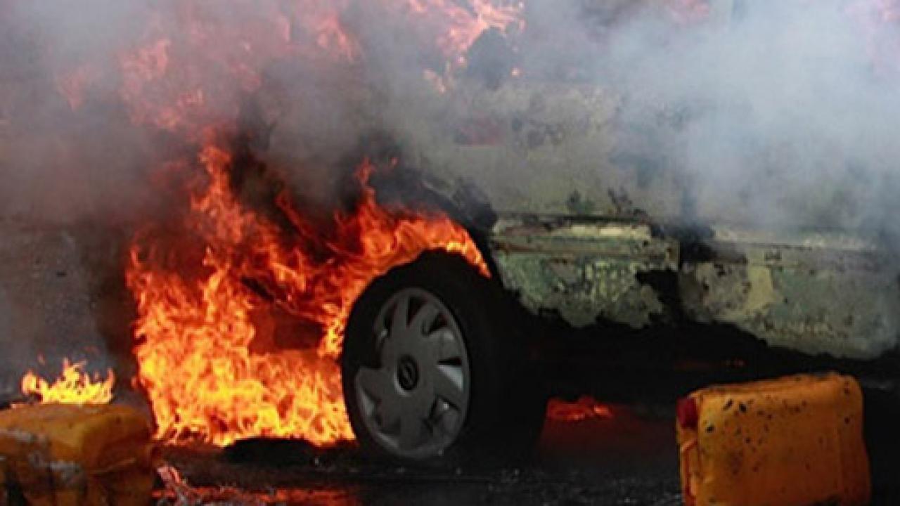 Nijerya'da akaryakıt yüklü tanker ile minibüs çarpıştı: 7 ölü
