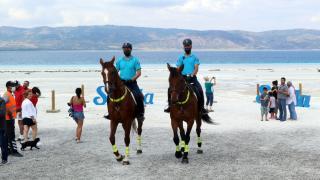 Salda Gölü'nde güvenlik atlı jandarmaya emanet