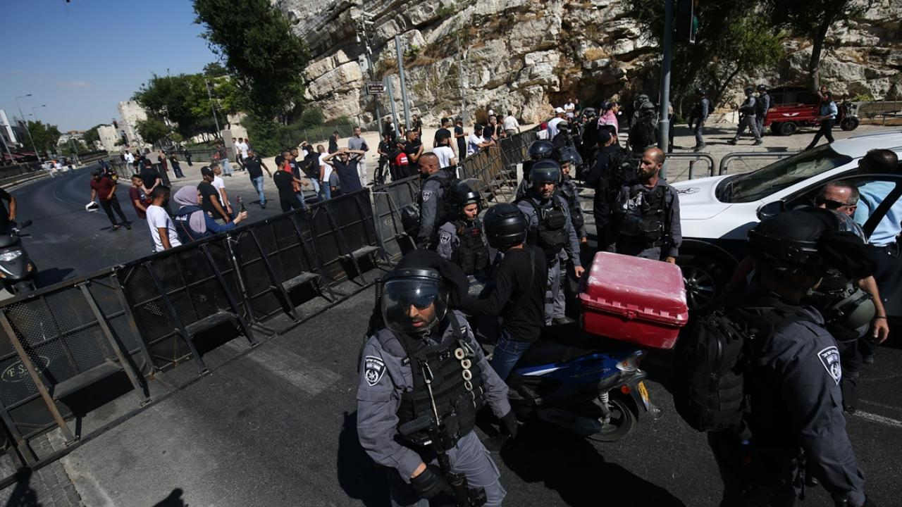 Kudüs'te provokatif yürüyüş öncesi, Şam Kapısı çevresi barikatlarla kapatıldı
