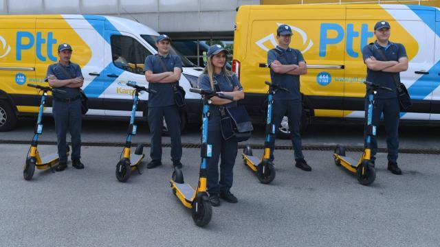 İstanbulda elektrikli scooterlı postacı dönemi